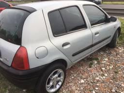 Clio 2001 1.0 8v