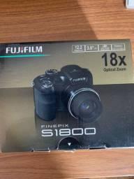 Câmera Fujifilm S1800