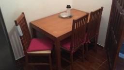 Mesa de 4 lugares usada