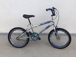Bicicleta aro 20 BMX freestyle cromada