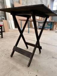 Mesa de madeira para restaurante ou bar