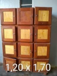 Armário madeira maciça