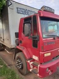 ford cargo 1517 no baú
