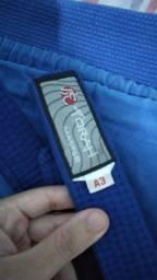 Kimono e faixa azul de Jiu-jitsu