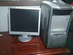 Vendo  tela e PC  usado com defeito  para retirada de peças