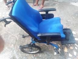Cadeira adaptada pra criança