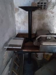 4 mesas em boas condições