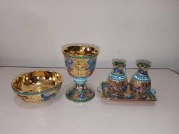 Conjunto Cálice, Cibório e Galheiro em Porcelana Folheado a Ouro