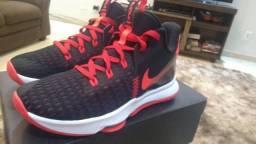 Nike LeBron e Under Hovr.