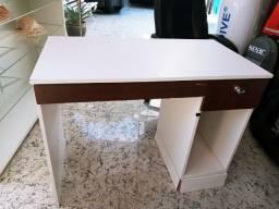 Mesa para computador em Otimo estado