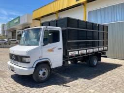 Caminhão Mb 710 boiadeira