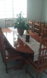 Mesa e cadeiras rústicas de madeira maciça