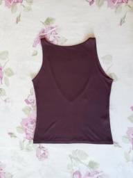 Blusa roxa sem manga