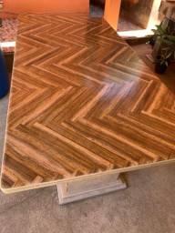 Mesa feita de pedra mármore