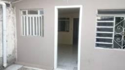 Alugo casa no bairro Pinheirinho