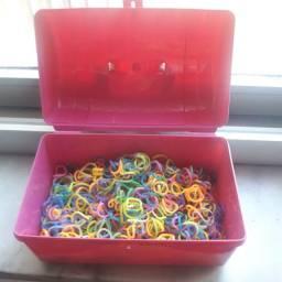 Mini Caixa com 300 elásticos infantis.