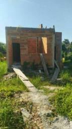 Vende-se terreno na praia com construção iniciada de três casas