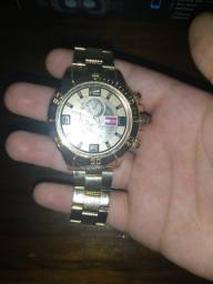 Relógio dourado tommy