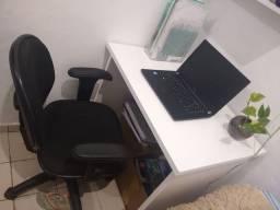 Mesa e cadeira de estudo ou escritório