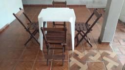 Vende- se mesa e cadeiras de madeira