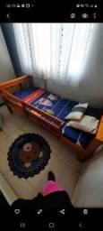 Vendo cama toda em madeira resistente