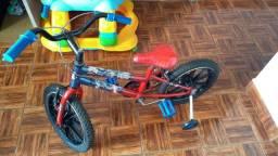 Bicicleta infantil aro 16 capitão América.