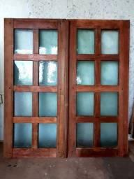 Janela de madeira maciça, com vitrô 1m x 1,10m