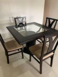 Mesa de jantar com 4 cadeiras de madeira
