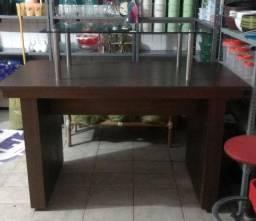 Linda mesa para exposição