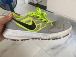 Tênis Nike 34