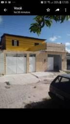Alugo Casa 3/4, 3 banheiros com garagem.