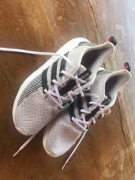 Tênis Adidas Questar Flow seminovo