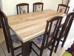 Mesa com 6 Cadeiras estofadas lindas