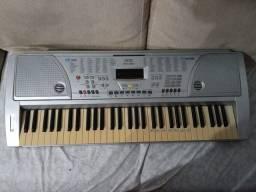 Vendo teclado semi novo