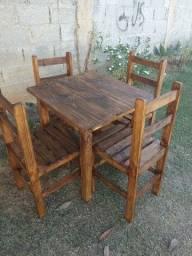 Jogo de mesa c/4 cadeiras ripadas