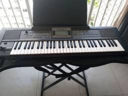 Teclado Roland E 09 com keise, suporte e pedal.