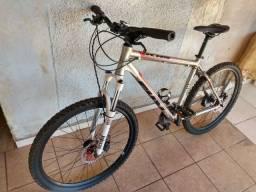 Bicicleta KHS Nova com suspenção Rock Shox
