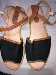 Sapatos bem conservado pouco tempo de uso