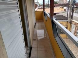 Casa 2 quartos com sacada, na Vila Mirim em Praia Grande