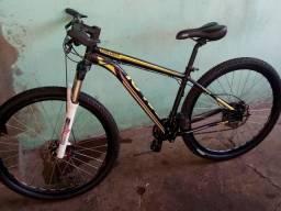 Bicicleta aro 29 tamanho médio muito boa e conservada