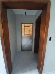 Aluga-se apartamento de fundos Sarandi