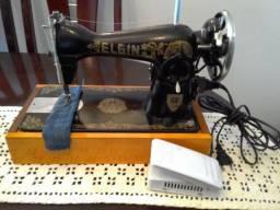 Maquina de Costura Elgin Antiga, em bom estado, costurando bem, um ponto bem regulado