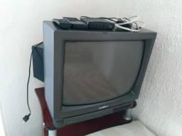 "TV 28"" + Video Cassete Gradiente"