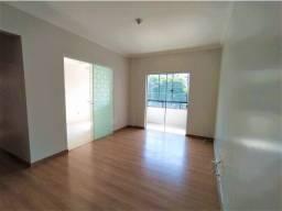 Apto de 02 quartos, em edifício com elevador, no bairro São Cristóvão