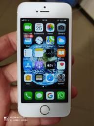 iPhone SE muito novo