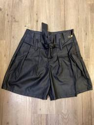Shorts Couro Fake