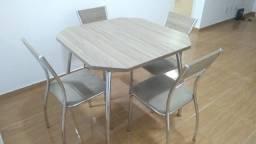 Mesa de Jantar com 4 Cadeiras Móveis Carraro