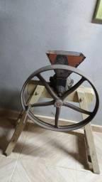 Máquina de morar milho  antiguidade vl 350 rs