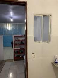 Alugo Barracão tipo apto/2 quartos no lagoinha/BH.R$950c/mobília,água,luz,IPTU e net.