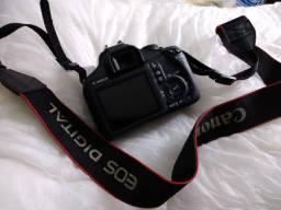 Câmera profissional Canon EOS Rebel T3